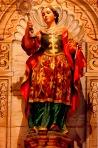 Sopra l'altare prinipale della Missione Santa Barbara e' questa bella statua lignea di Santa Barbara.