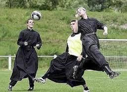 Calcio con i preti