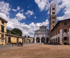 Lucca, piazza Duomo